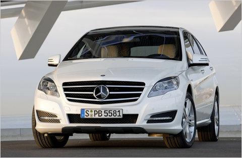 New York Auto Show: 2011 Mercedes-Benz R-Class
